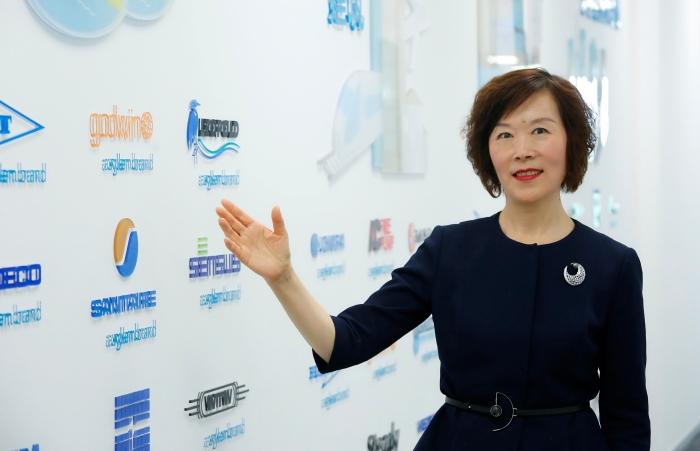 2.赛莱默中国及北亚区总裁吕淑萍向媒体嘉宾介绍赛莱默麾下各个子品牌的取水、水输送、水处理、水质检测、以及智能决策产品品牌