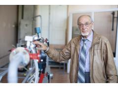 俄罗斯科学家提出用甲醇为电动汽车发动机发电