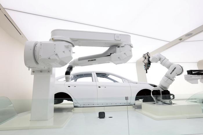 图1 现代机器人的产品广泛应用在中国的汽车及汽车零部件行业,并持续为中国制造业输出着助力