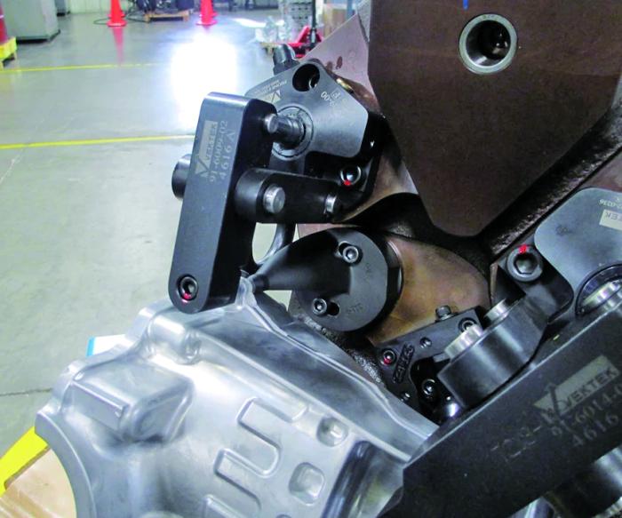 图2空气孔的近景图。该空气孔位于部件顶部边缘后方可见的锥形特征上