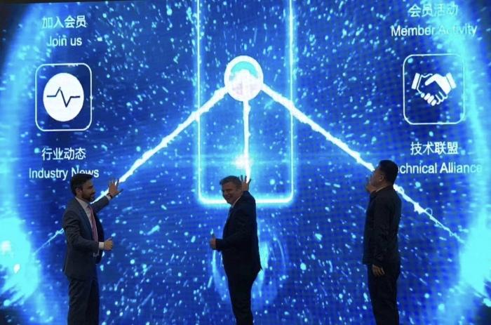 图2 所有在场嘉宾,更有屏幕前的上万业界同仁共同见证了DMG MORI俱乐部上线时刻