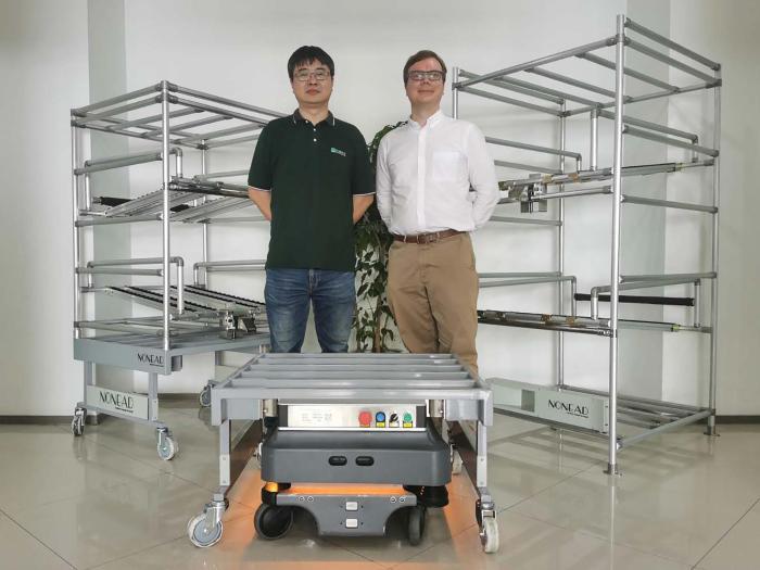 右:MiR移动机器人中国区总监袁亿米(Emil Hauch Jensen) 左:拓德科技项目经理柯杨 - 副本