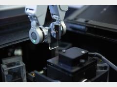 智能抓手检测样品玻璃质量