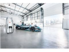 ABB将为ABB国际汽联电动方程式锦标赛第三代赛车提供充电解决方案