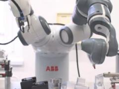 【视频】YuMi机器人在ABB捷克工厂生产插座